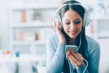 Le plaisir lié à l'écoute de la musique est d'autant plus élevé que l'activité entre les régions auditives et de récompense du cerveau est synchronisée (Visuel Fotolia 105918370)