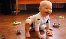 Cette combinaison intelligente fournit des informations sur les mouvements et le développement des nourrissons