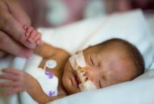 De nombreux professionnels de santé et de la néonatalité dans le monde ont séparé les mères et leurs bébés en cas de statut COVID-19 positif ou inconnu (Visuel Fotolia)